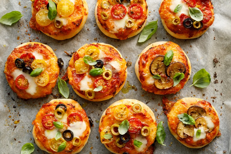 cheese-crust-mini-pizza